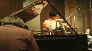 http://www.kengo.tk 2010/2/4ライブ映像です。 袴田健吾(pf)須藤ヒサシ(b)藤原佑介(ds)