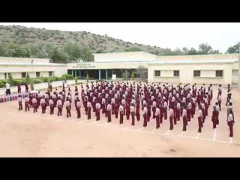 हमारा राष्ट्रीय गान गाते वे बच्चे जो बोल या सुन नहीं सकते