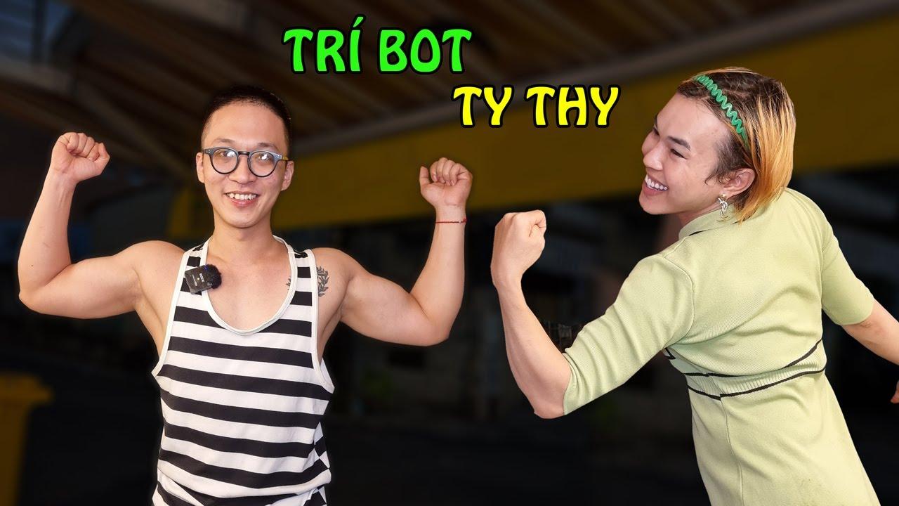 Trí Bot cơ bắp 6 múi bất ngờ ghé review Chân gà sả tắc - Ty Thy Vlog Gỏi đu đủ Trai đẹp