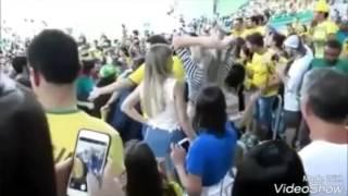 VIDEO COMPLETO - Neymar e Bruna Marquezine se abraçando na final Olimpica após o ouro da Seleção.