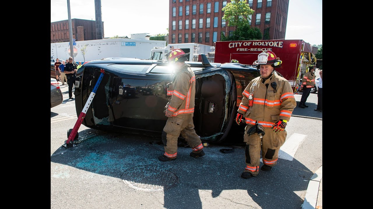 A Full Investigation Needed In Holyoke >> Holyoke Police Investigate Rollover Crash With Serious Injuries
