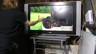 Angry Gamer Destroys Nintendo Wii