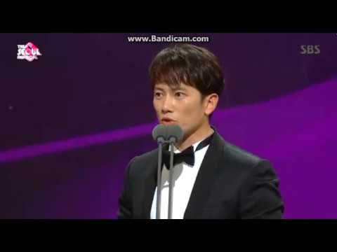 171027 Ji Sung 'Best Drama Actor' At The Seoul Awards