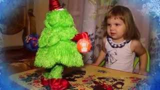 видео Поющая и танцующая елка