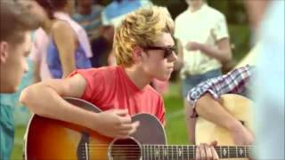 Gambar cover Free Download One Direction - Live While We're Young