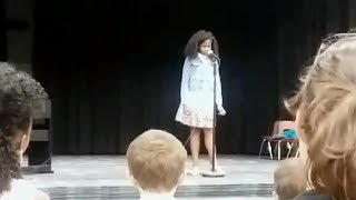 Mom leaps into action when daughter freezes up on stage