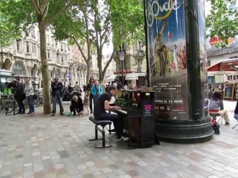Pianista em Blvd.St.Michel 27.05.13