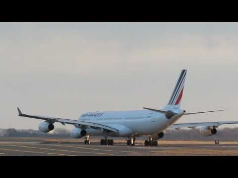Air France Airbus A340-300 At Boston - Taxi Out, Takeoff And Turn 1-4-0 [HD] - March 25, 2011