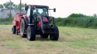 baling hay 2013 with case ih maxxum 100 and welger rp12