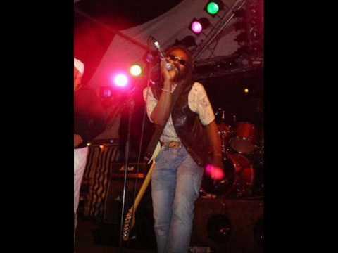 Zij gelooft in mij. De Officiele Reggae Versie van de Sticko Xperience Band.