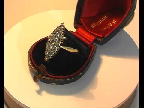 «эпл даймонд. Якутские бриллианты» предлагает купить мужские кольца с бриллиантами. У нас в широком ассортименте представлены эксклюзивные изделия из желтого и белого золота. Узнайте цены золотых украшений по телефону +7 (800) 333-67-37.