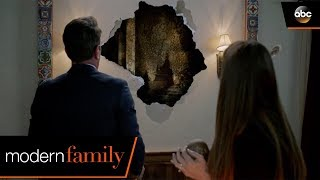 The House Can't Bee Haunted - Modern Family
