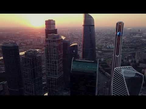 Москва-Сити. Полет дрона на закате.