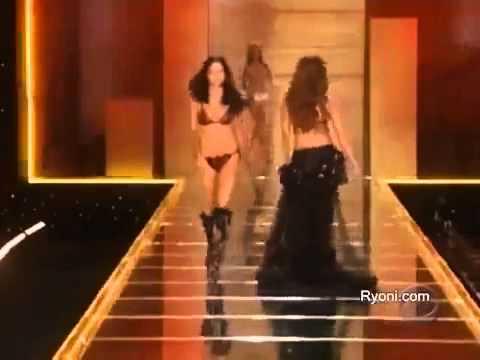 Тайра Бэнкс, Адриана Лима, Наоми Кэмпбелл . Танец