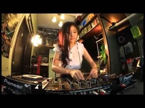 DJ ADI SUCI DALAM DEBU TERBARU 2017 Mp3