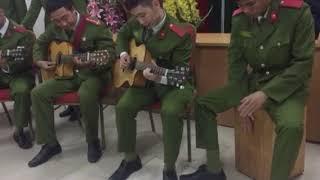 Cây đàn guitar của đại đội 3 - CLB Guitar trường ĐHPCCC