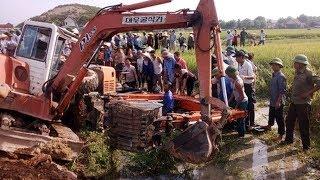 Tsheb Poob Qhov Txaus Ntshai Tiag Tiag | earthmoving machine accident