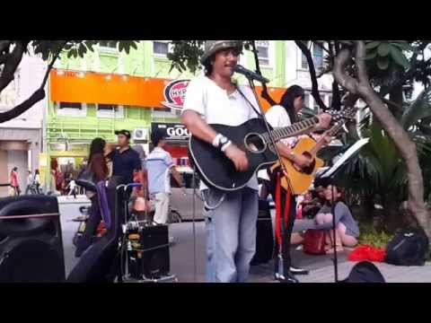 OH CINTA- blues gang by akusuka busker depan sogo