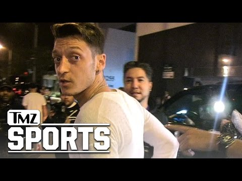 Arsenal's Mesut Ozil -- I'm Huge In Hollywood ... Just Ask These Blondes!