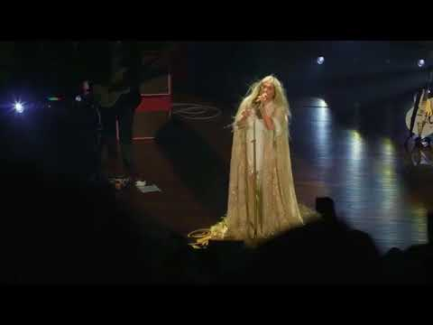 Kesha - Praying (LIVE) Magical moment