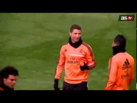 Sambil Berlari, Cristiano Ronaldo Cekakakan