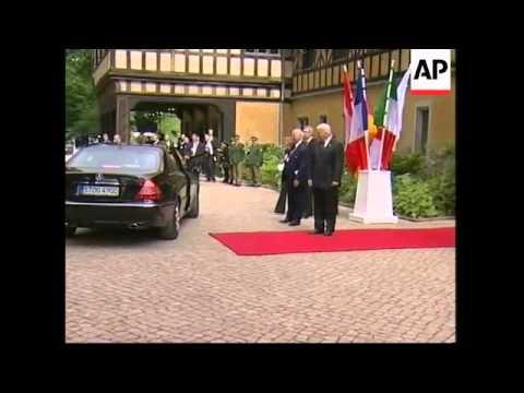 G8 family photo; Steinmeier and Lavrov comment