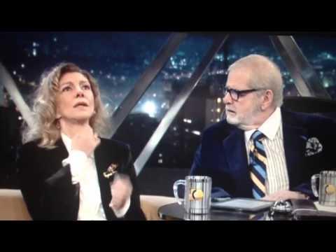 No programa do Jô, Marília Pêra comenta sobre a voz.