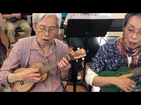Japanese-American seniors learn to play the ukulele