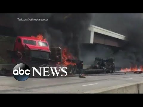 Download Youtube: Fiery crash snarls traffic in Kansas City, Missouri