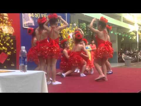 Múa: Xúc xắc xúc xẻ - trường tiểu học Nguyễn Huệ!