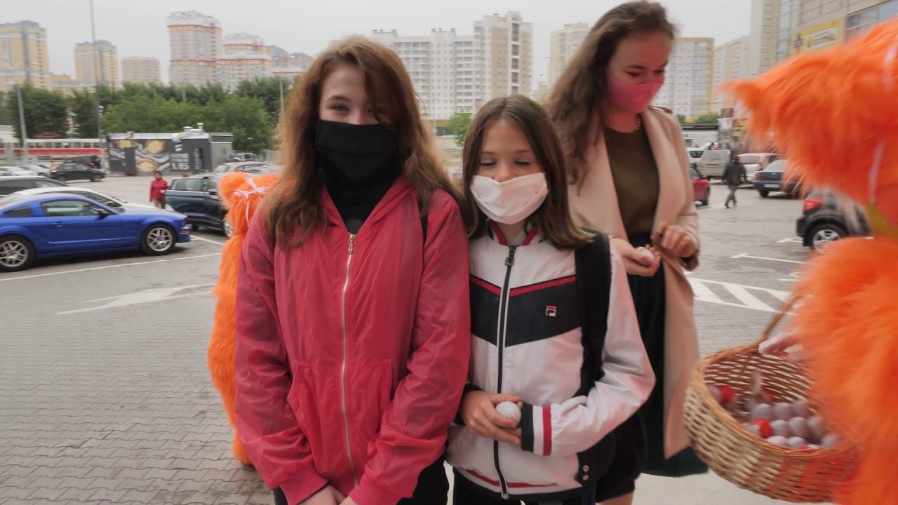 Бесплатные Kinder-сюрпризы вручили рыжие коты детям в Екатеринбурге