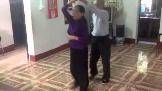 Rumba - Ai lên xứ hoa đào - Ba Mẹ 15/12/2012