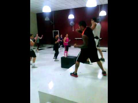 Aula Especial de Body Combat + Boxe na Russo Academia