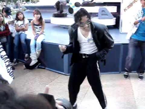 michael jackson impersonator jeffrey perez at disneyland youtube