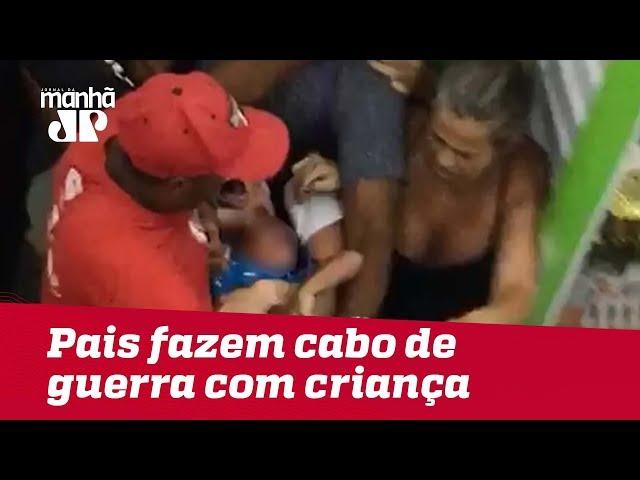 Em briga, pais fazem cabo de guerra para ficar com criança e causam tumulto em shopping em Cuiabá