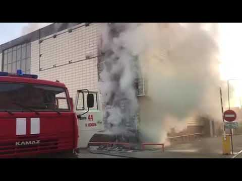 В Новой Усмани загорелся торговый центр (ч. 3)