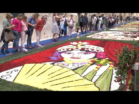 Italy flower festival features Chinese elements