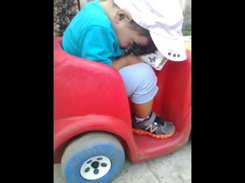 el principe elian dormido en el paseo