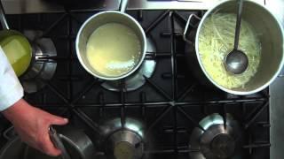 Kochschule: So kocht man Spargelsuppe