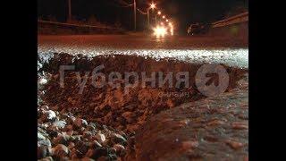 Автолюбительница угодила в яму на дороге в Хабаровске и лишилась колеса.