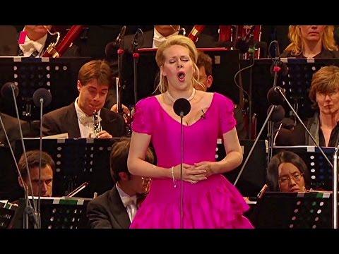 """Kristine Opolais✦♬ """"Regina coeli laetare""""~ aus 'Cavalleria rusticana'"""
