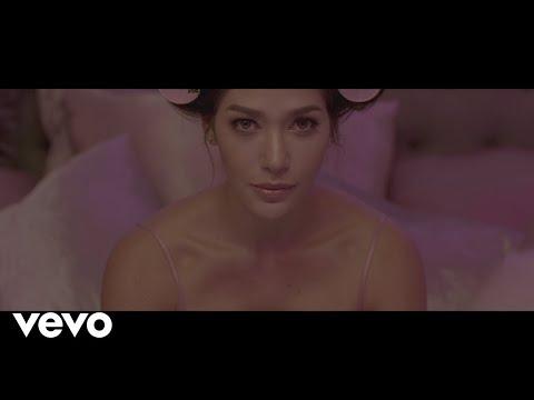 Смотреть клип Farina - Como Una Kardashian