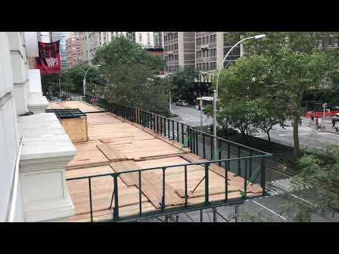 MOUNT SINAI WEST HOSPITAL EMS AMBULANCE RESPONDING WITH TIMBERWOLF SIREN ON  BROADWAY, NEW YORK CITY