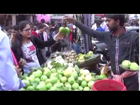 Street Foods Of Kolkata - Fresh Guava, White Berry, Naseberry, Rose Plum Etc. | Indian Street Foods