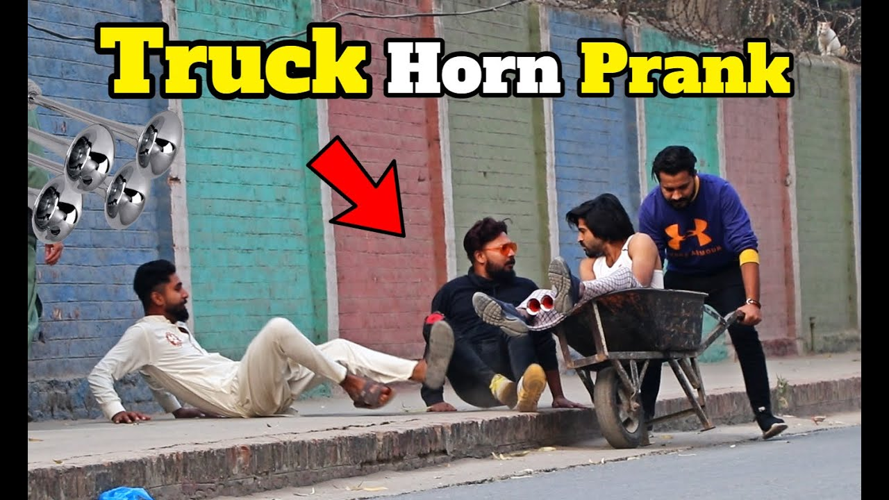 Funny TRUCK HORN | Pranks in Pakistan | LahoriFied