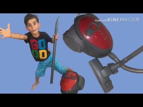 Ayberk Odasını Gerçek Elektrikli Süpürge İle Süpürüyor-Oyuncak Temizliği-Neşeli Çocuk Videosu