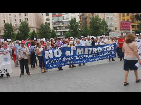 Cientos de personas se concentran contra el MetroTUS de Santander