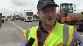 Autobahnpolizei Verkehrskontrolle Lastwagen Unfallstelle LKW-Unfall
