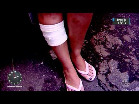 Mulher é esfaqueada por assaltantes por não ter celular | SBT Notícias (25/04/18)
