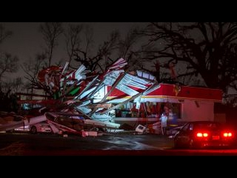 Deadly storm ravages southeastern US